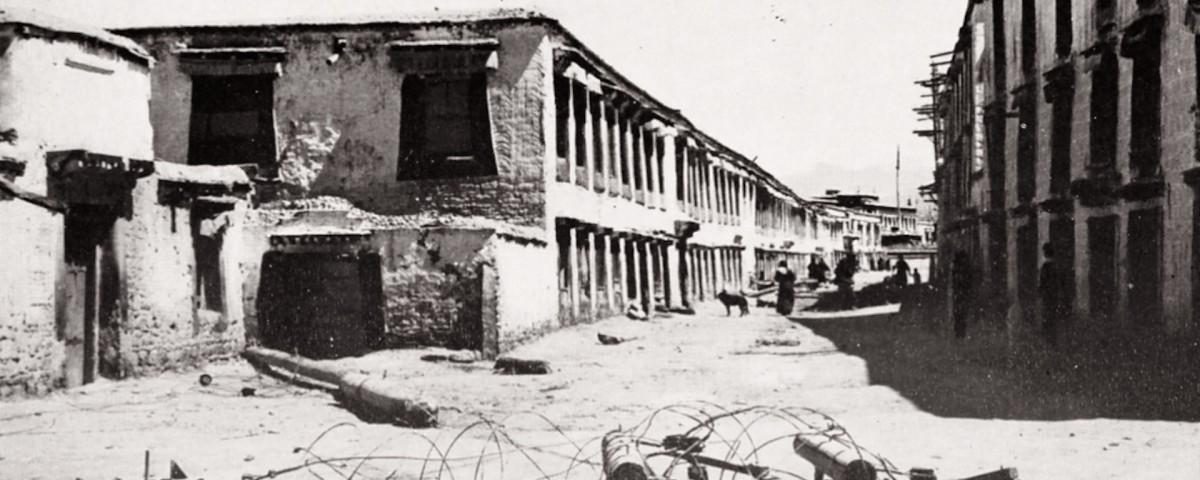 21_lhasa_streets_after_the_fighting