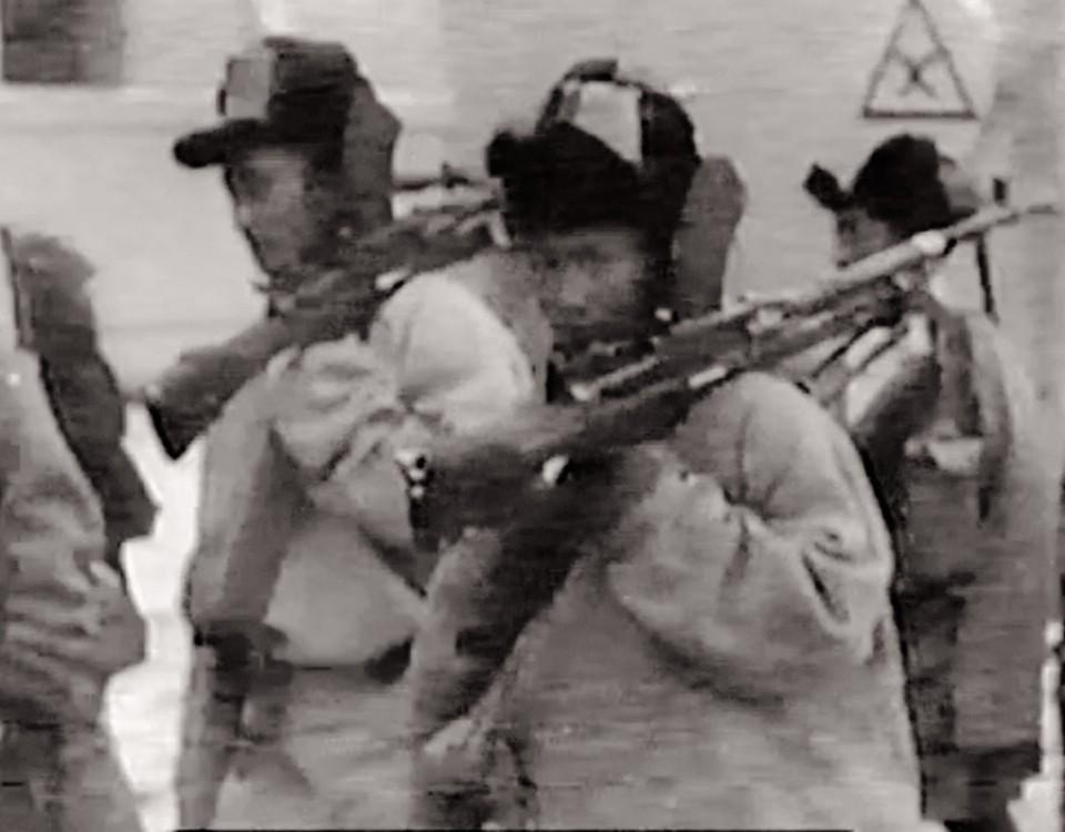 5_lhasa_police_at_jokhang.
