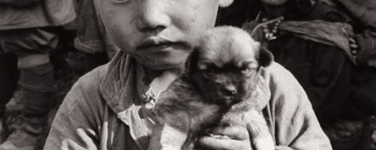refugee_child_with_dog
